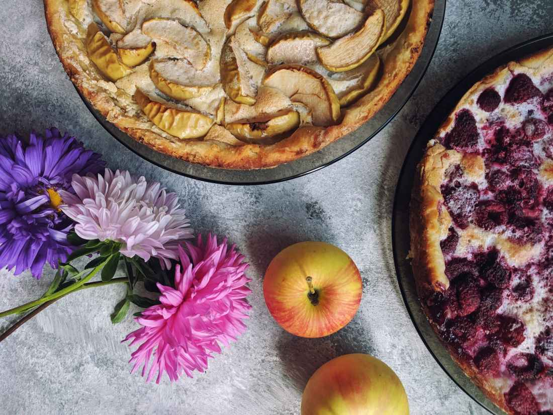 apple pie and raspberry pie